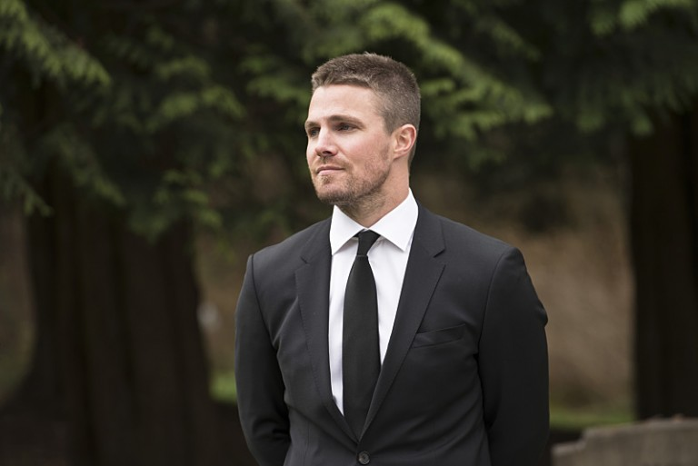 "Arrow -- ""Canary Cry"" -- Image AR419b_0154b.jpg -- Pictured: Stephen Amell as Oliver Queen -- Photo: Diyah Pera/The CW -- © 2016 The CW Network, LLC. All Rights Reserved."