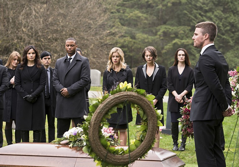 Arrow 4x19 Oliver enterrement team