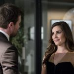 """Arrow -- """"Bratva"""" -- Image AR512a_0053b.jpg -- Pictured (L-R): Stephen Amell as Oliver Queen and Carly Pope as Susan Williams -- Photo: Cate Cameron/The CW -- © 2017 The CW Network, LLC. All Rights Reserved."""