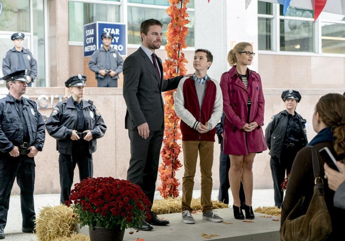 Les photos de l'épisode 6×07 d'Arrow – Thanksgiving