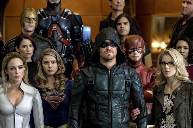 Une centaine de photos pour le megacrossover Crisis on Earth-X